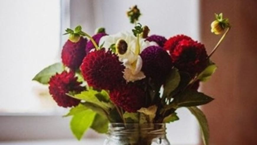 The benefits of adding a floral arrangement to your home or restaurant