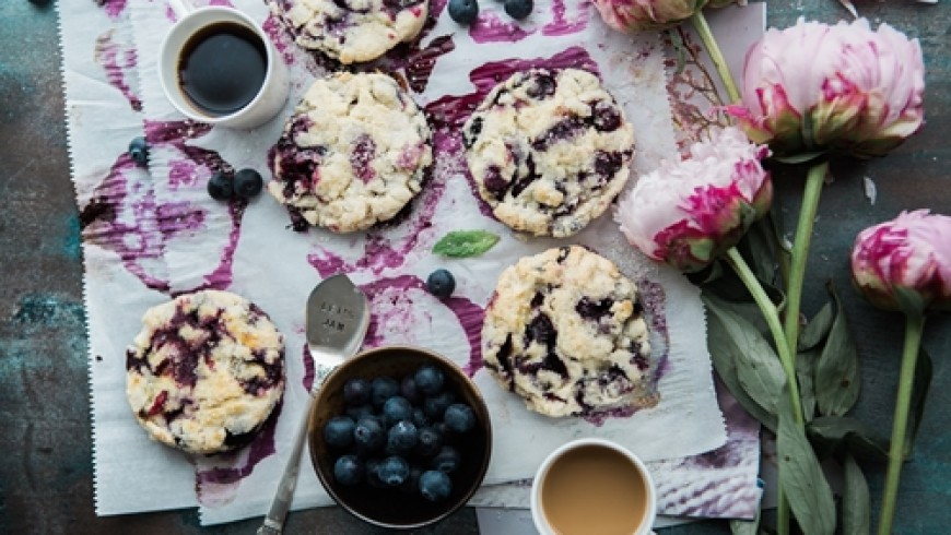 How to take good photos of food for social media